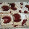Makový koláč se švestkami a višněmi