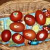 Vepřové kostky s vejci, uzeninou a okurkami