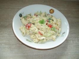 testovinovy salat s kurecim masem